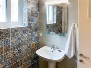 Theta Bathroom 3